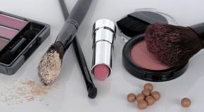 Molécules toxiques dans les cosmétiques : Bruxelles tombe sur la tête
