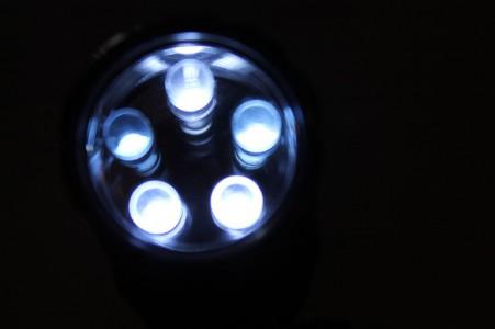 ampoules-led-gratuites-isolation-à-1€-arnaque-ou-bonne-affaire
