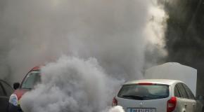 Une vignette pour les voitures les moins polluantes : le tour de la question
