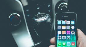 Smartphone au volant : augmentation des amendes, jusqu'à 1500 euros si vous regardez votre écran !