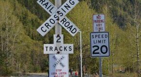 L'adolescent est happé par un train au passage à niveau