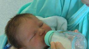 Lait bébé contaminé. Un filet de contrôles aux mailles bien trop larges