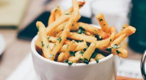 Frites, pains, gâteaux… Comment réduire la formation d'acrylamide dans les aliments préparés à la maison ?