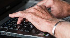 Comment commencer dans le monde de l'informatique pour un senior ?