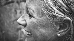 Cheveux blancs : un lien avec l'immunité