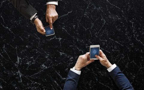 # smartphone technologie NFC échange fichiers