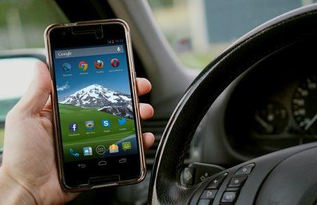 # auto voiture téléphone volant cigarette pv contravention